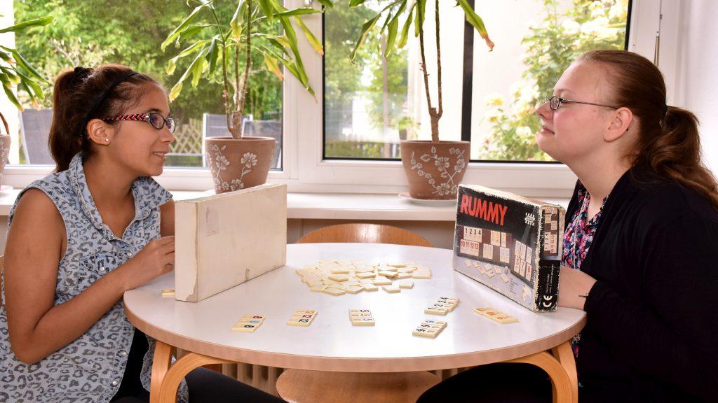 Gemeinsames Spielen in Wohngruppen