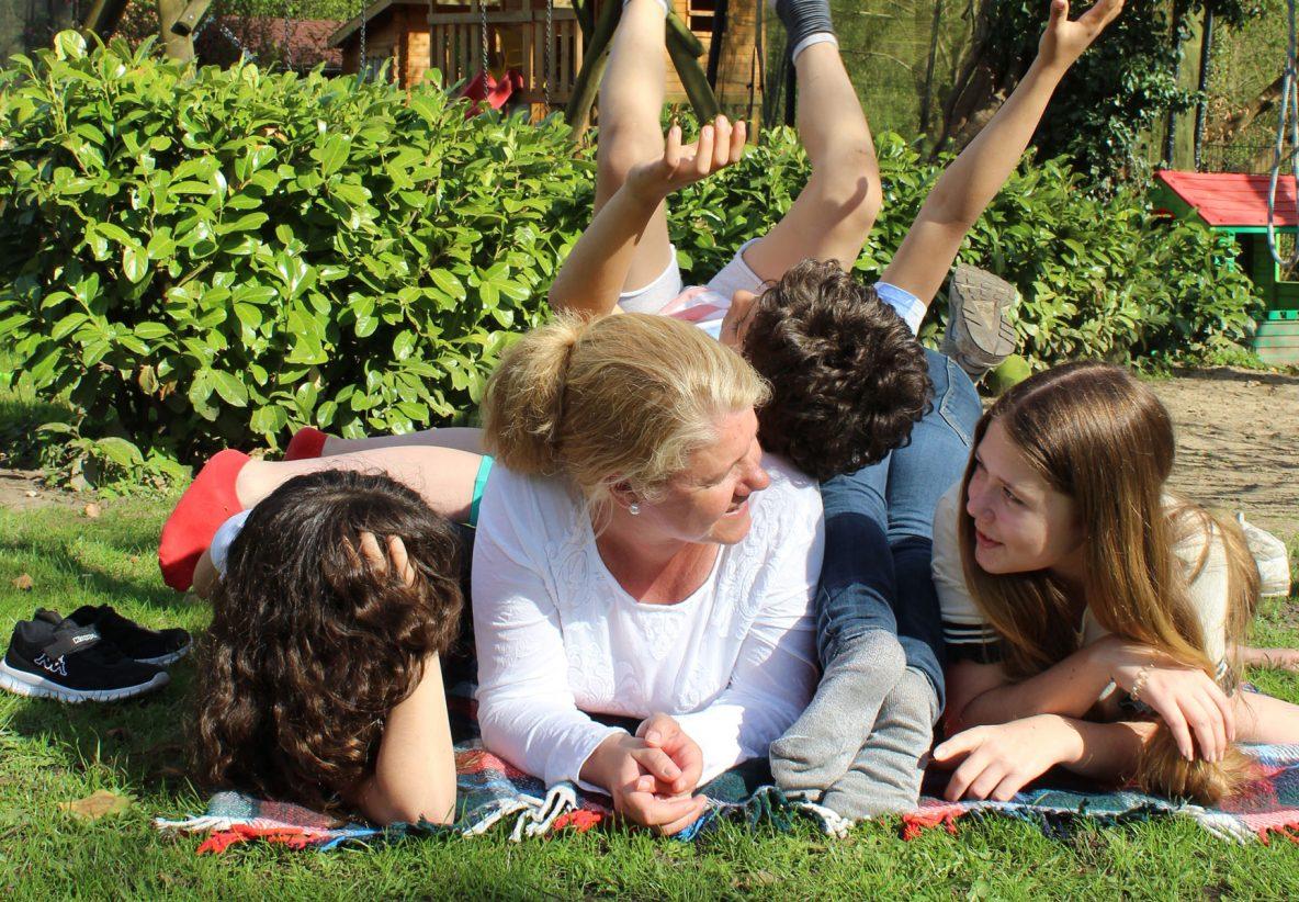 Stephanie Moorkamp ist seit 20 Jahren Kinderdorfmutter beim Albert-Schweitzer-Kinderdorf Berlin.
